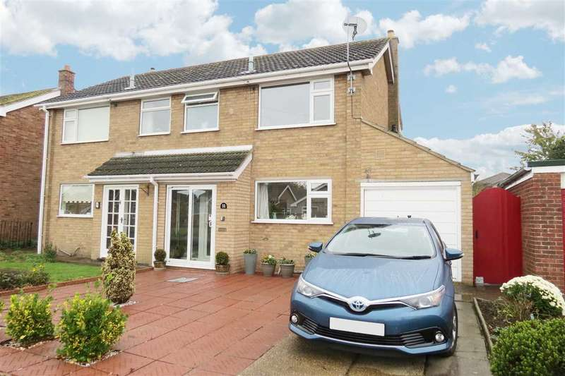 3 Bedrooms Semi Detached House for sale in Stephens Way, Sleaford