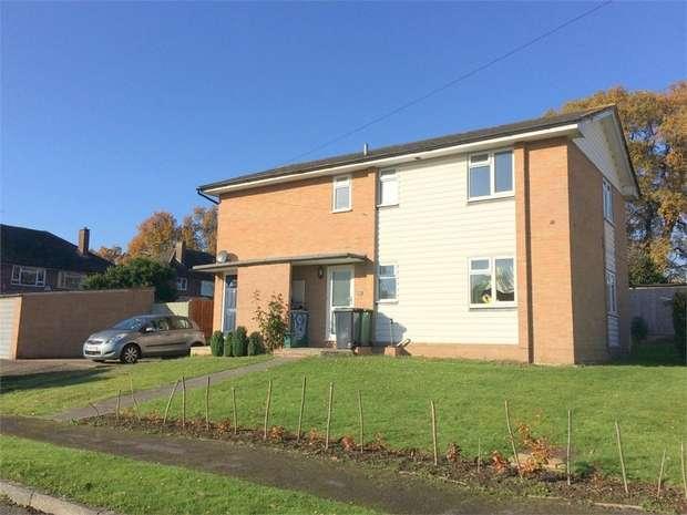 2 Bedrooms Maisonette Flat for sale in Chessington Close, Ewell