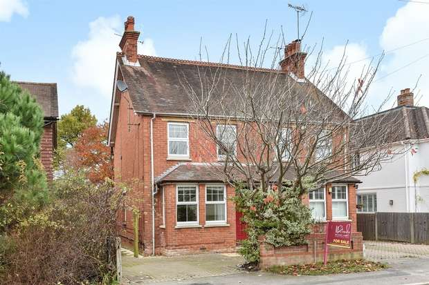 4 Bedrooms Semi Detached House for sale in Ellis Road, CROWTHORNE, Berkshire
