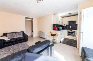 2 Bedrooms Flat for sale in Crawley Court, West Street, Gravesend, Kent