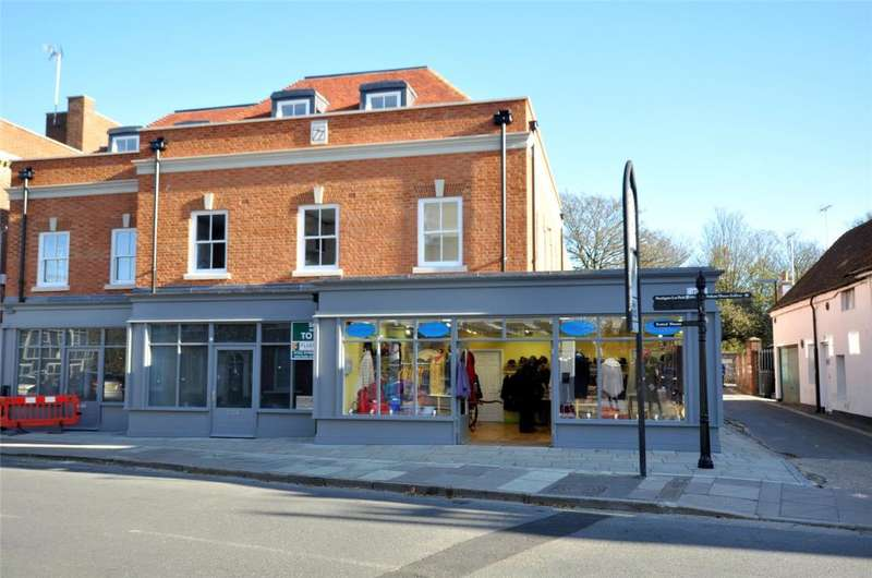 2 Bedrooms Apartment Flat for sale in Priory Row, Priory Lane, Chichester, West Sussex, PO19
