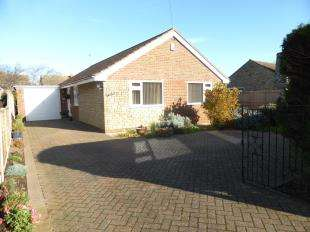 3 Bedrooms Bungalow for sale in Queens Road, Littlestone, New Romney