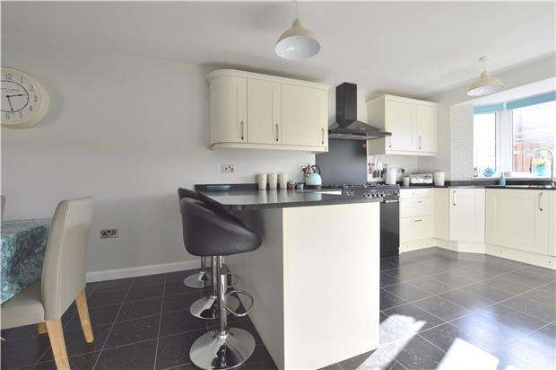 4 Bedrooms Detached House for sale in Desiree Drive, TEWKESBURY, Gloucestershire, GL20 5FZ