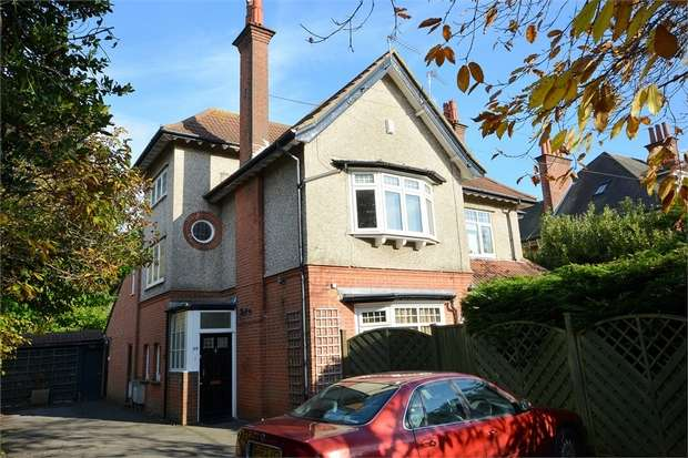 1 Bedroom Flat for sale in Portchester Road, Bournemouth, Dorset