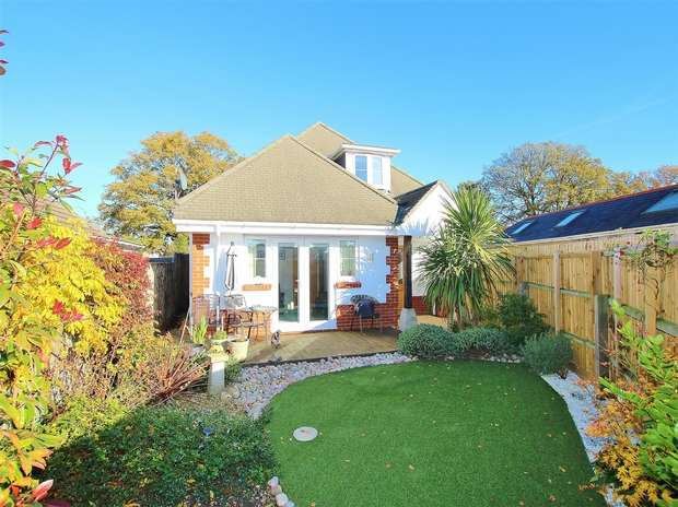 2 Bedrooms Semi Detached Bungalow for sale in Shottsford Road, Oakdale, POOLE, Dorset
