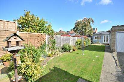 3 Bedrooms End Of Terrace House for sale in Southchurch, Southend-On-Sea, Essex