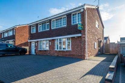 3 Bedrooms Semi Detached House for sale in Poplar Avenue, Bentley, Walsall, West Midlands