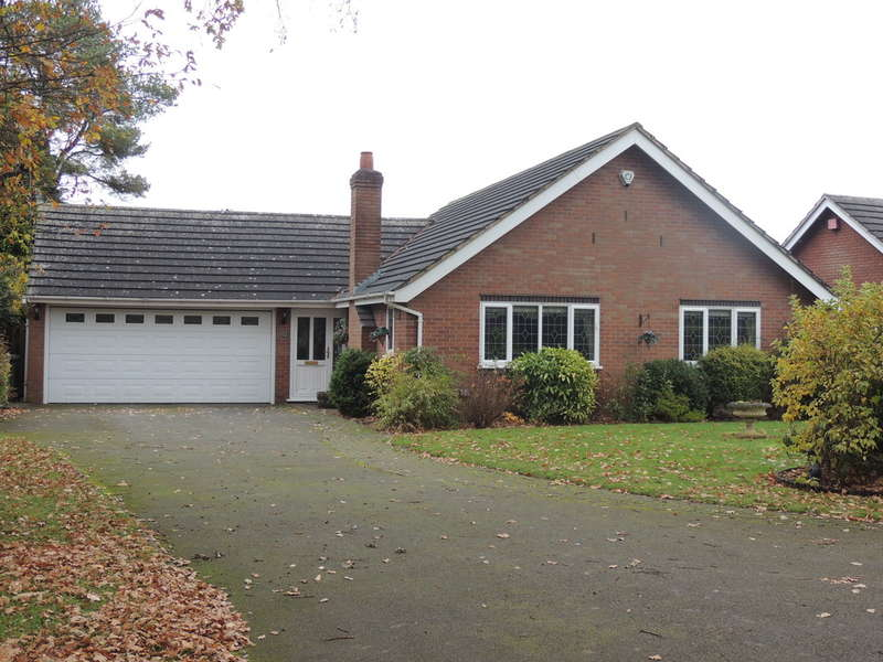 3 Bedrooms Detached Bungalow for sale in Queen Eleanors Drive, Knowle, Solihull