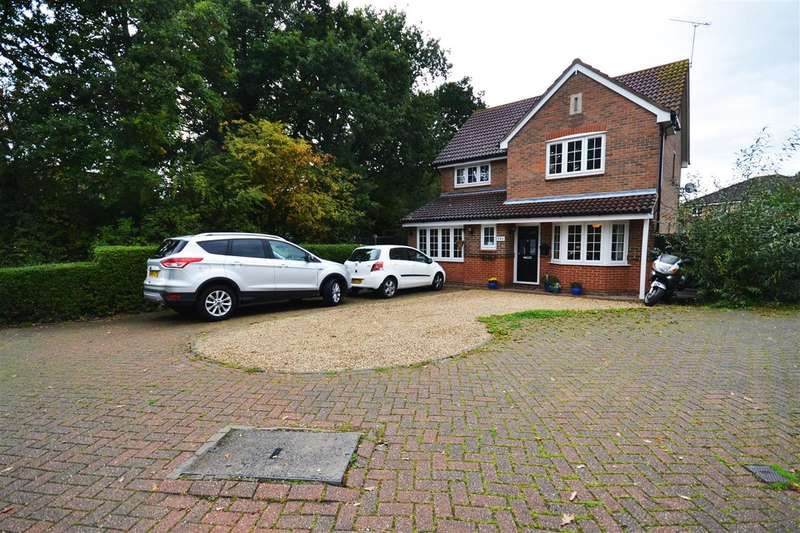 5 Bedrooms Detached House for sale in Macgregor Drive, Wickford