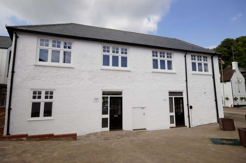 2 Bedrooms Flat for rent in Nash Hall, London Road, Waterlooville