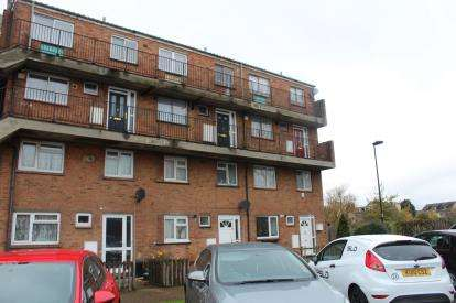3 Bedrooms Maisonette Flat for sale in Waltham Gardens, Enfield
