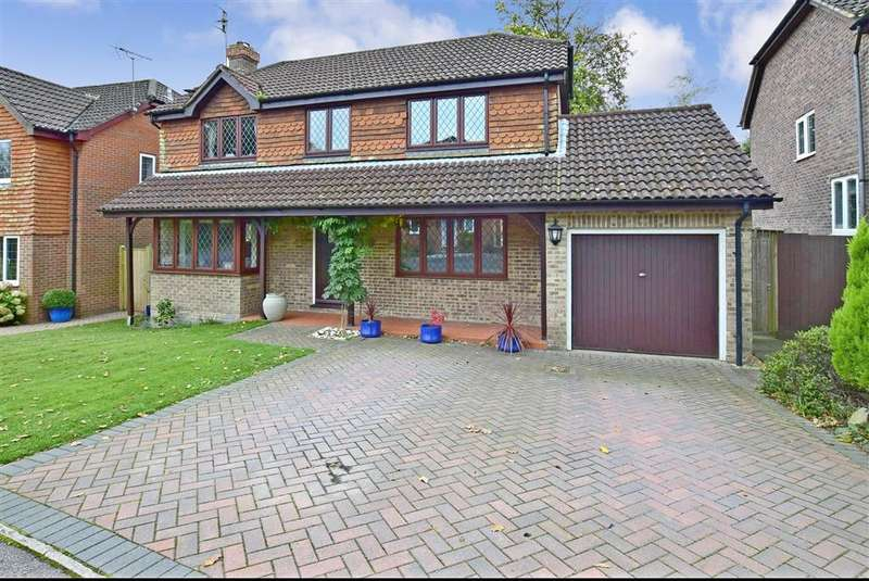 4 Bedrooms Detached House for sale in Graycoats Drive, Crowborough, East Sussex