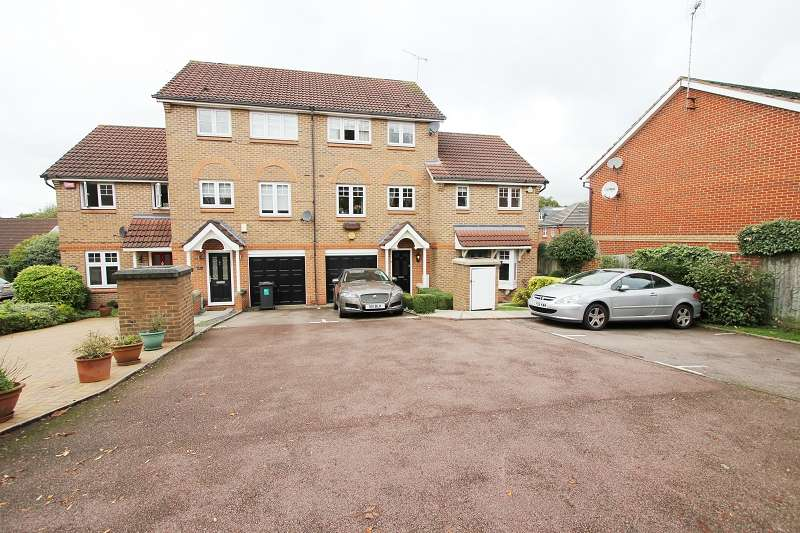 3 Bedrooms Town House for sale in Larkspur Grove, Edgware, Greater London. HA8 9GB