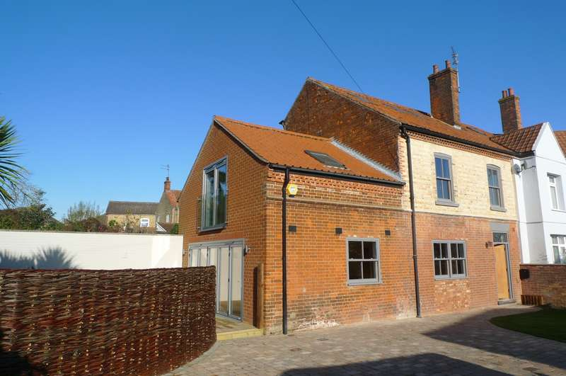 3 Bedrooms House for sale in Crossways Terrace, Acle, Norwich, NR13