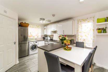 3 Bedrooms Semi Detached House for sale in Viscount Avenue, Ashton-under-Lyne, Greater Manchester