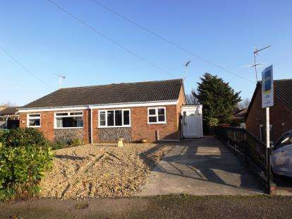 2 Bedrooms Bungalow for sale in Hopton, Great Yarmouth, Norfolk