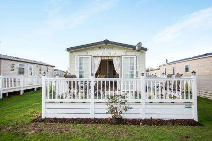 2 Bedrooms Mobile Home for sale in Coast Road, Corton, Lowestoft