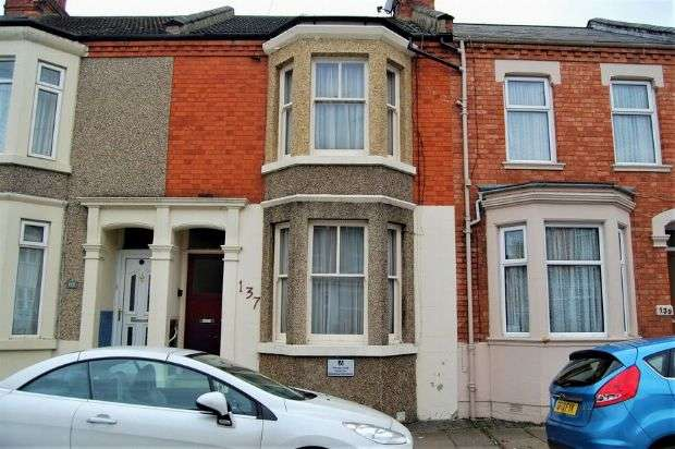 3 Bedrooms Terraced House for sale in Lutterworth Road, Abington, Northampton NN1 5JL