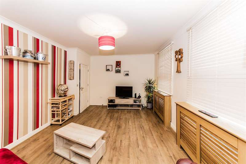 2 Bedrooms Ground Flat for sale in Tarring Road, Worthing , West Sussex, BN11 4ET