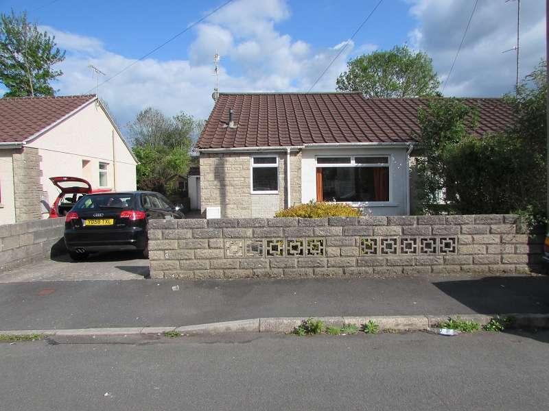 3 Bedrooms Semi Detached House for sale in Redlands Close, Pencoed, Bridgend. CF35 6YU