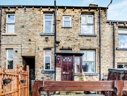 2 Bedrooms Terraced House for sale in Beaumont Street, Moldgreen, Huddersfield, West Yorkshire