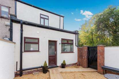 3 Bedrooms End Of Terrace House for sale in Dicconson Lane, Westhoughton, Bolton, Greater Manchester, BL5
