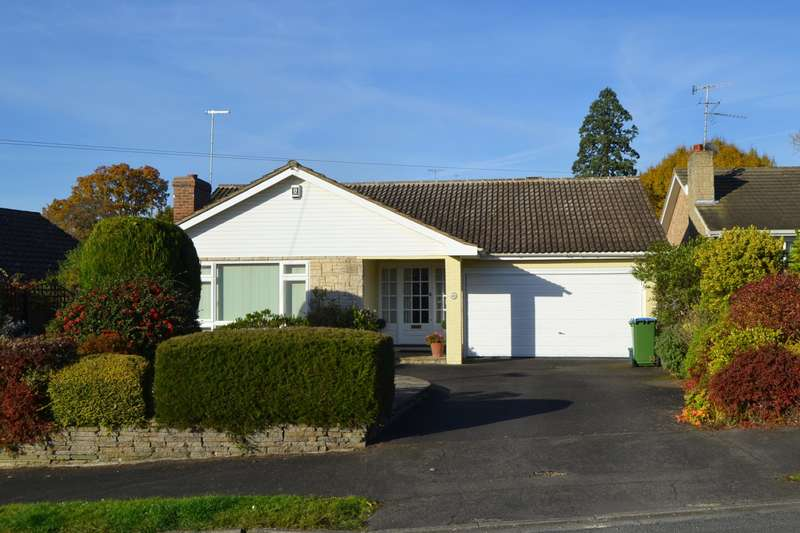 3 Bedrooms Detached Bungalow for sale in Cobham