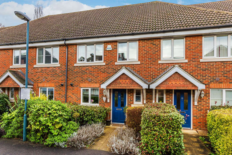 3 Bedrooms Terraced House for sale in Albion Way, Edenbridge, TN8
