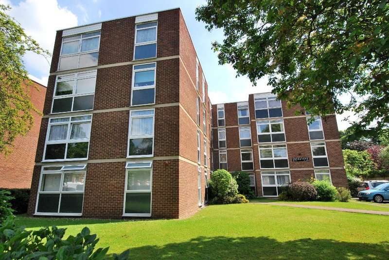 2 Bedrooms Flat for sale in Culmington Road, Ealing, London, W13 9NL