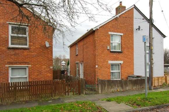 3 Bedrooms Semi Detached House for sale in Hanson Road, Andover