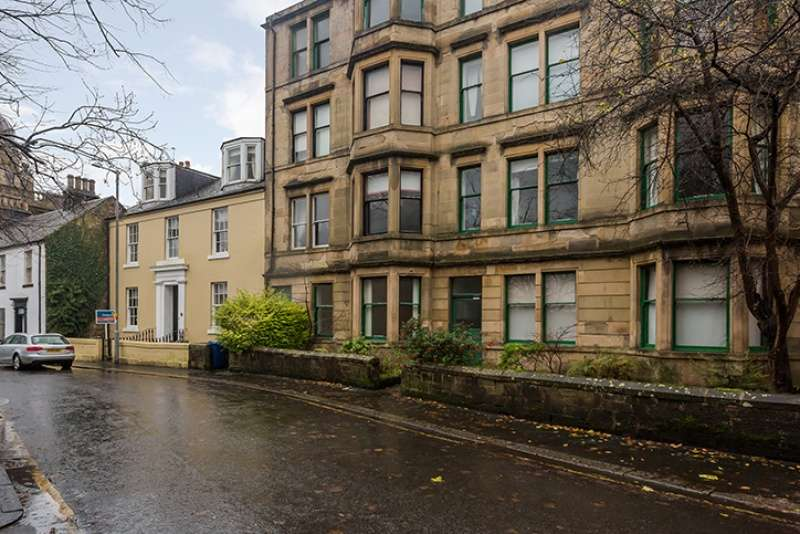 2 Bedrooms Ground Flat for sale in Oakshaw Street West, Paisley, Renfrewshire, PA1 2DE