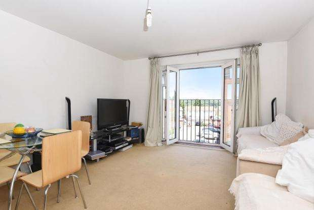 2 Bedrooms Flat for sale in Ellington Court, North Way, Headington, OXFORD, OX3 9EF