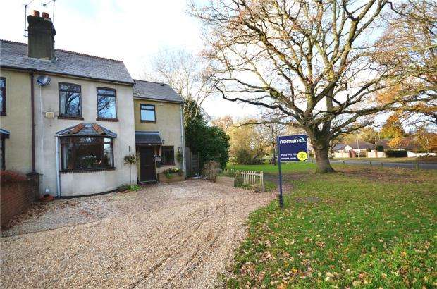 3 Bedrooms Semi Detached House for sale in Hillside Cottages, Frogmore Road, Blackwater