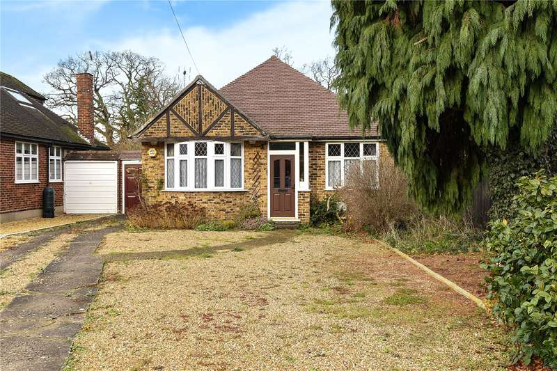 2 Bedrooms Detached Bungalow for sale in Meadow Close, Ruislip, Middlesex, HA4