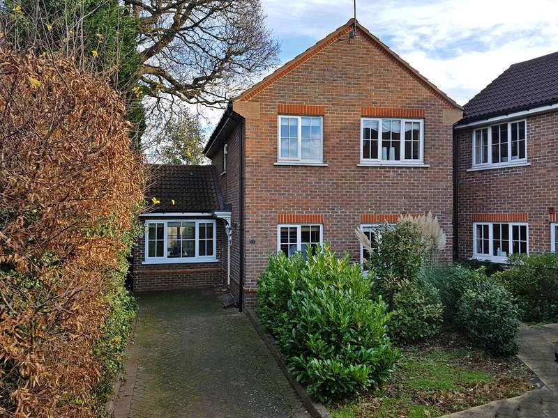 3 Bedrooms Detached House for sale in Longcroft Green, Welwyn Garden City, AL8