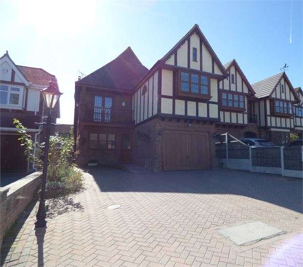 5 Bedrooms Detached House for sale in Nore Road, Leigh on Sea, Leigh on sea, SS9 5DD