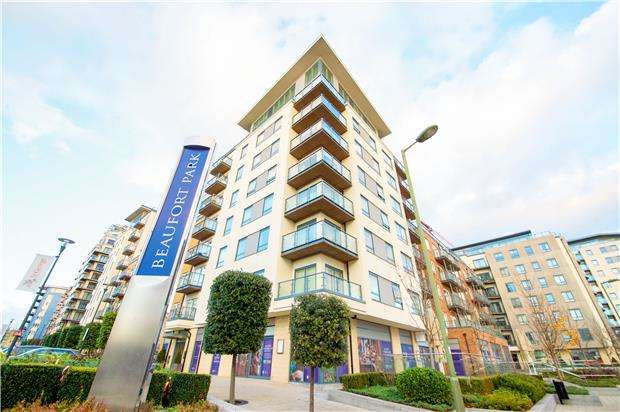 3 Bedrooms Flat for sale in Curtiss House,Beaufort Park, NW9