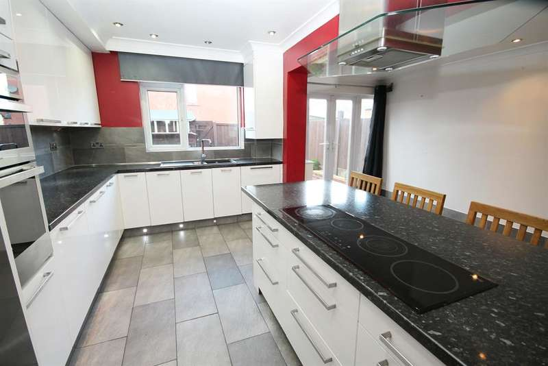 3 Bedrooms Terraced House for sale in Darley Grove, Farnworth, Bolton, BL4 7RZ
