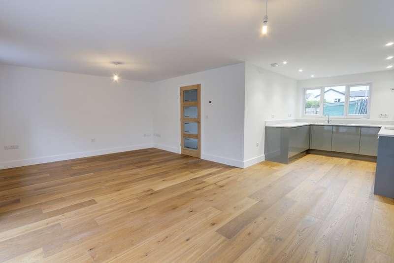 3 Bedrooms Semi Detached House for sale in Moorland Avenue, Denbury