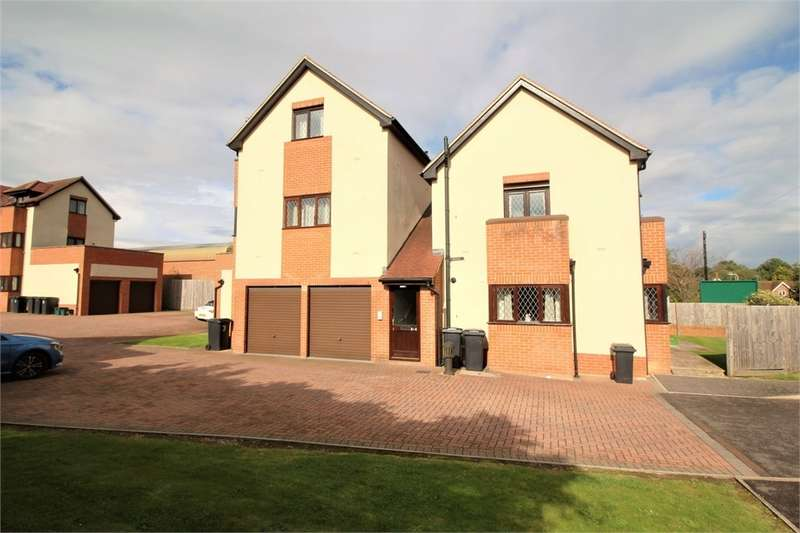 2 Bedrooms Flat for sale in Brian Dowding Court, Tilehurst, READING, Berkshire