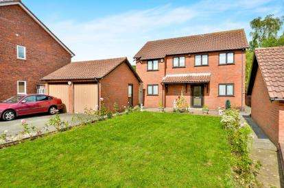 4 Bedrooms Detached House for sale in Holywell Place, Springfield, Milton Keynes, Buckinghamshire