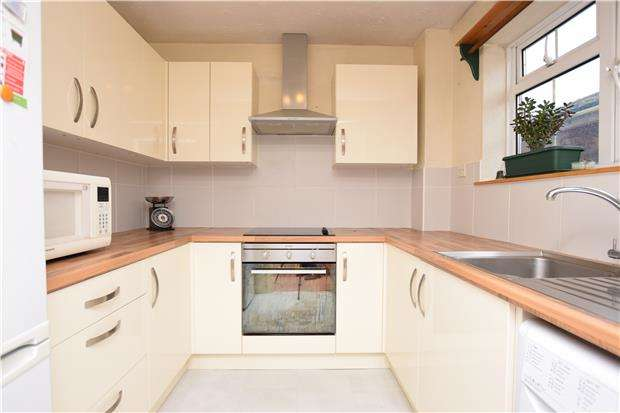 1 Bedroom Flat for sale in Bucklers Way, CARSHALTON, Surrey, SM5 2DZ