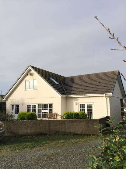 4 Bedrooms Detached House for sale in Llanfaelog, Ty Croes, Anglesey, LL63