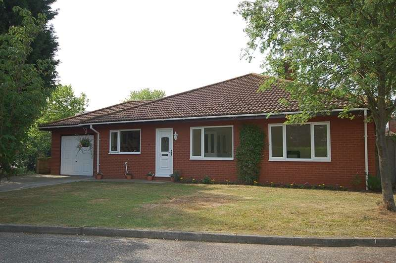 4 Bedrooms Bungalow for rent in York Close, Beck Row, Bury St. Edmunds
