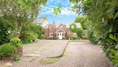 4 Bedrooms Cottage House for sale in Summit Close, Lower Stretton, Warrington, Cheshire
