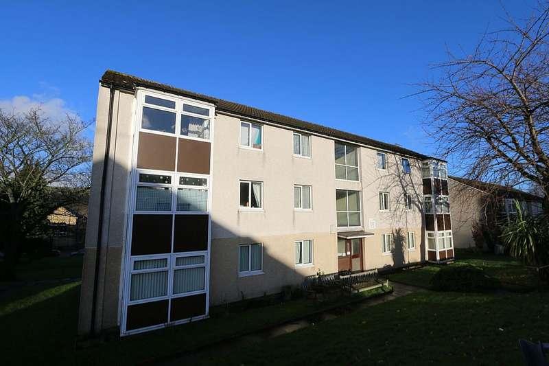 2 Bedrooms Flat for sale in Wycliffe Gardens, Shipley, West Yorkshire, BD18 3NJ