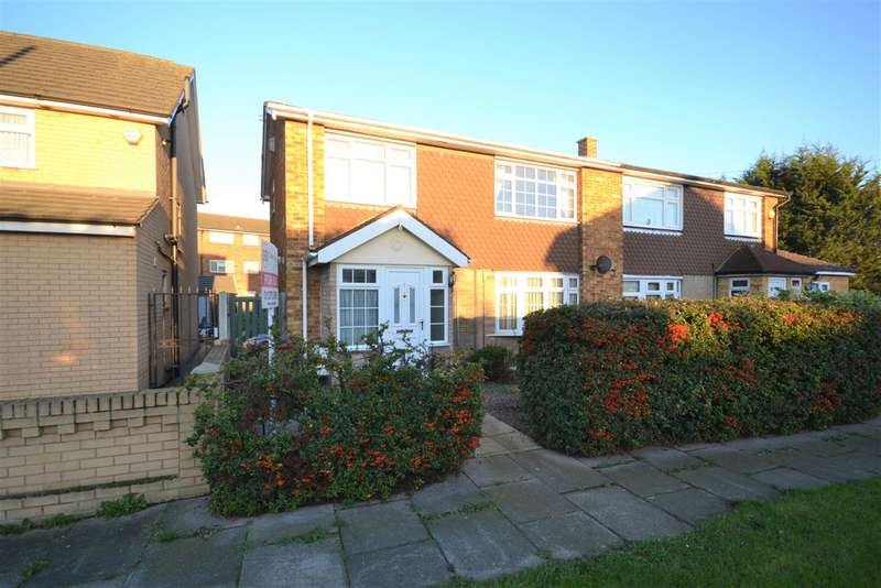 3 Bedrooms Semi Detached House for sale in Errington Close, Chadwell St.Mary
