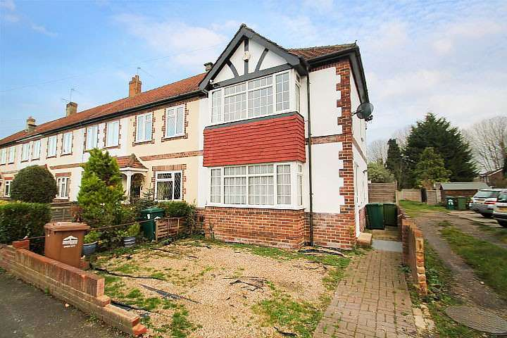 3 Bedrooms End Of Terrace House for sale in Stainash Crescent, Staines-Upon-Thames, TW18