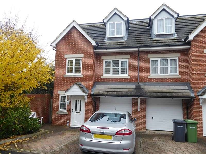 3 Bedrooms Town House for sale in Horne Close, West End, Southampton, SO18
