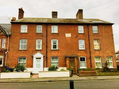 2 Bedrooms Flat for sale in Wilton, Salisbury, Wiltshire